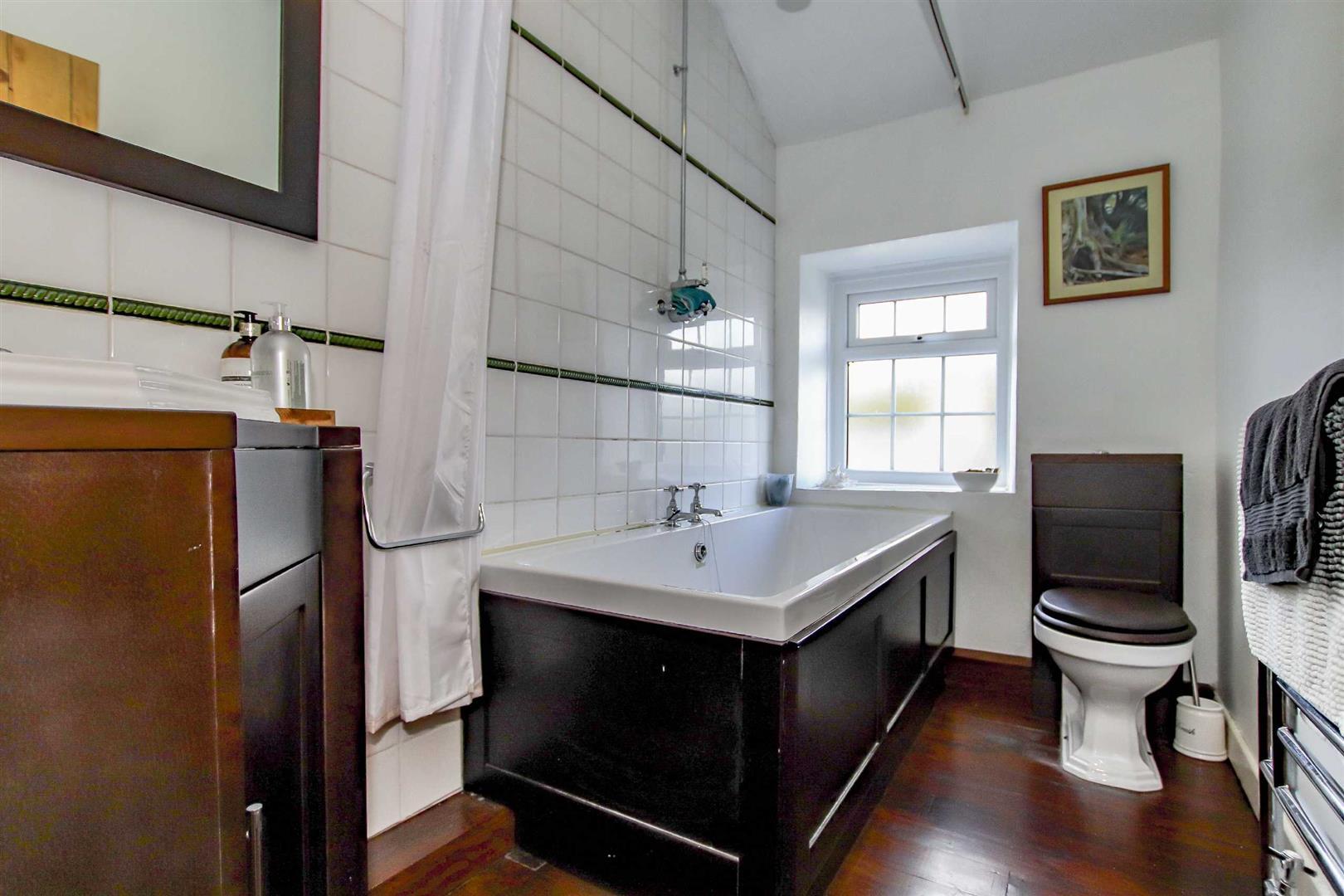 4 Bedroom Detached House For Sale - p033686_18.jpg
